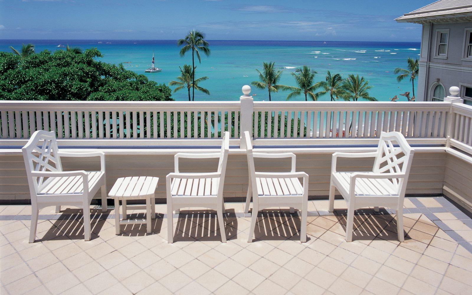 Sillas y mesas de madera blanca im genes y fotos for Mesas y sillas blancas de madera